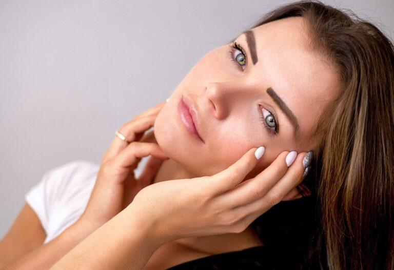 Donna con pelle liscia - Come proteggere la pelle