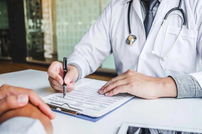Prevenzione Maschile: medico prescrive esami