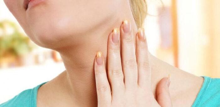 Tiroide - Donna che soffre di problemi di tiroide - MerClin